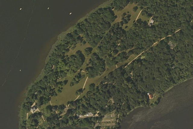 Le château de l'île aux paons