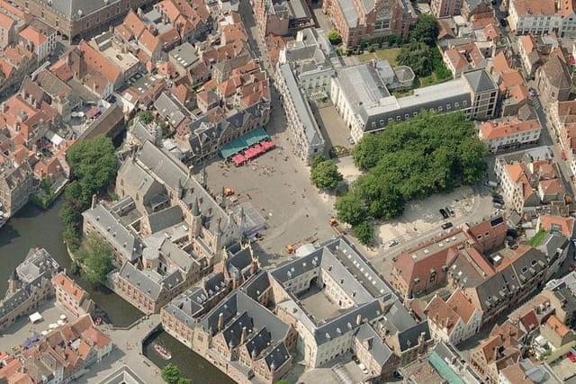 La place du bourg de Bruges