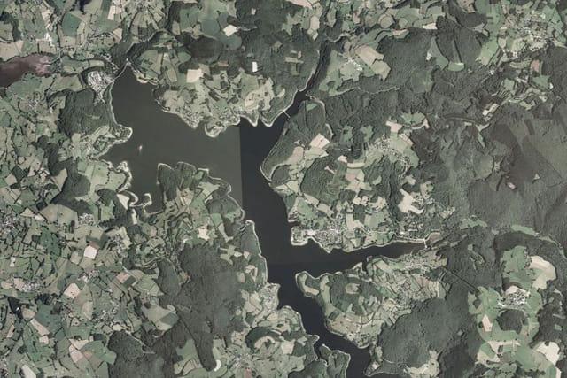 Le lac de Pannecière-Chaumard