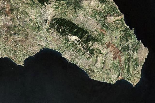 Le mont Aïnos