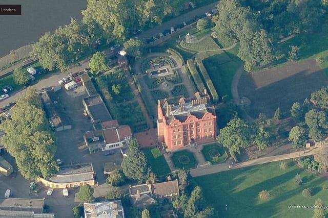 Le Kew Palace